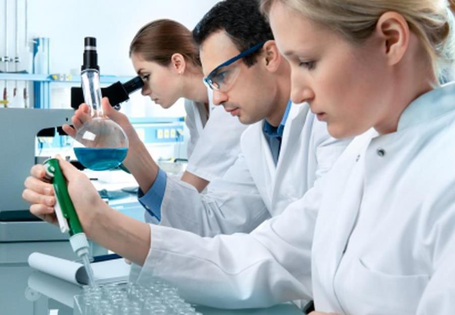 Resultado de imagen para laboratorio con medicos