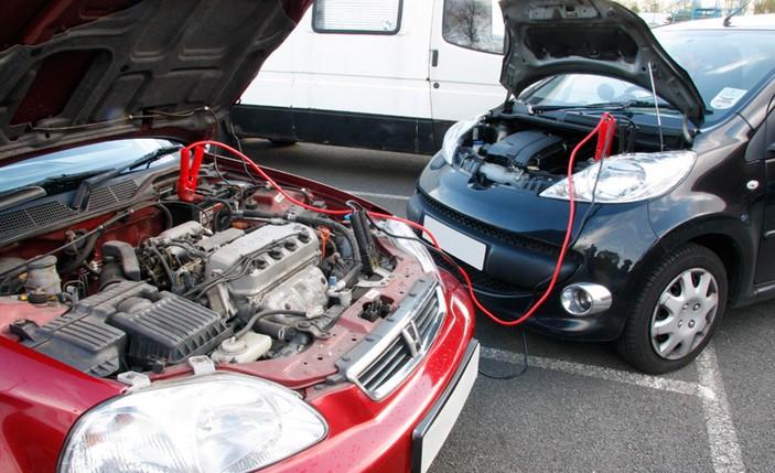 Resultado de imagen para recargar bateria coche