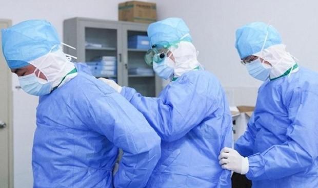 Imagen que contiene persona, cuarto de hospital, vestido, cuarto  Descripción generada automáticamente